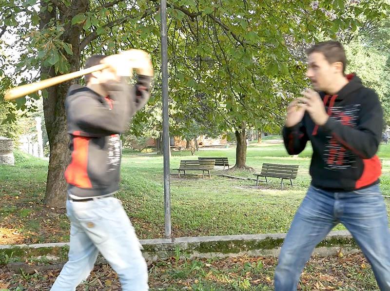 bastone VS mano nuda - difesa personale